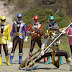 Power Rangers Super Megaforce - Sakamoto com o time de dublês