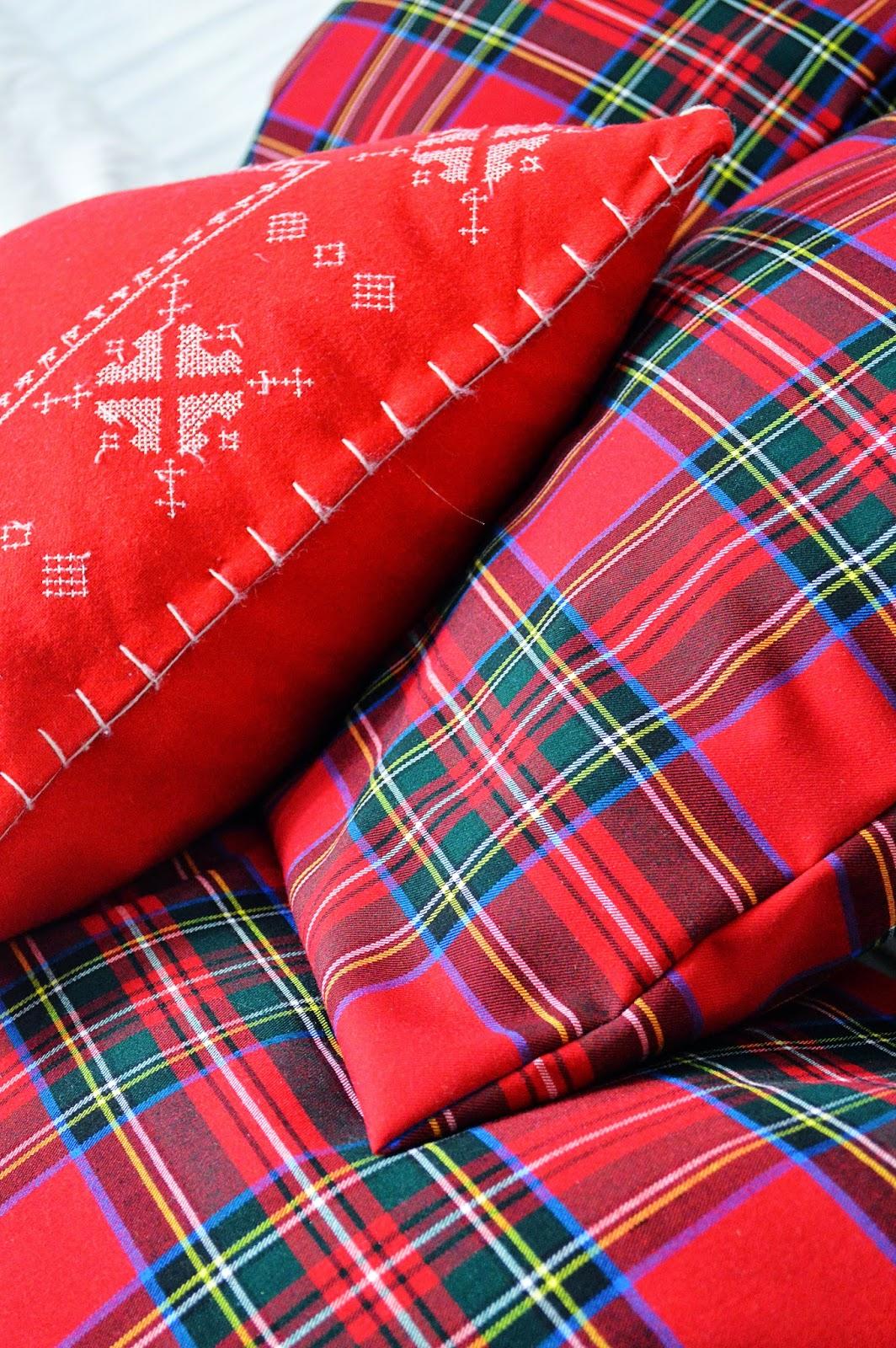 DIY Christmas Envelope Pillow Cases | Motte's Blog