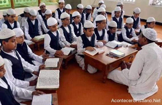 Profesor musulmán en escuela islámica