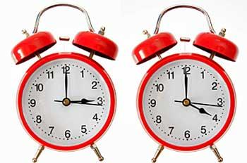 Schimbarea orei de iarna in acest an 2016. Se schimba ora in noaptea de sambata 29 octombrie spre duninica 30 octombrie 2016. Cind se trece la ora de iarna 2016 si se schimba ora, ceasurile se vor da cu o ora inapoi, astfel ora 4 va deveni ora 3.