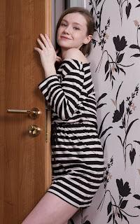 青少年的裸体女孩 - Emily%2BBloom-S02-003.jpg