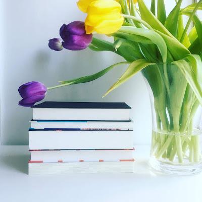 Rezensionen Romane Stapel ungelesener Bücher Buchtipps