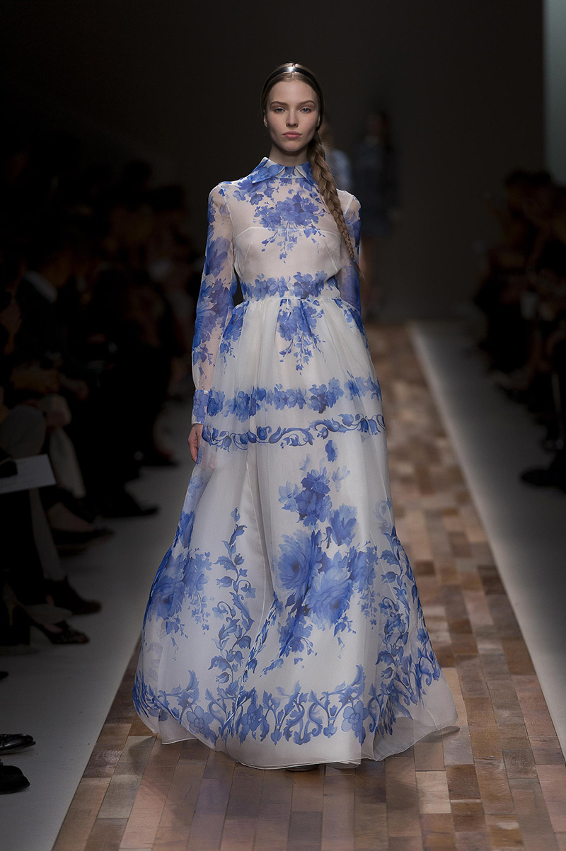 Dressing In Delft Valentino S New Women S Dresses Take Cues From The Netherland S Classic Blue