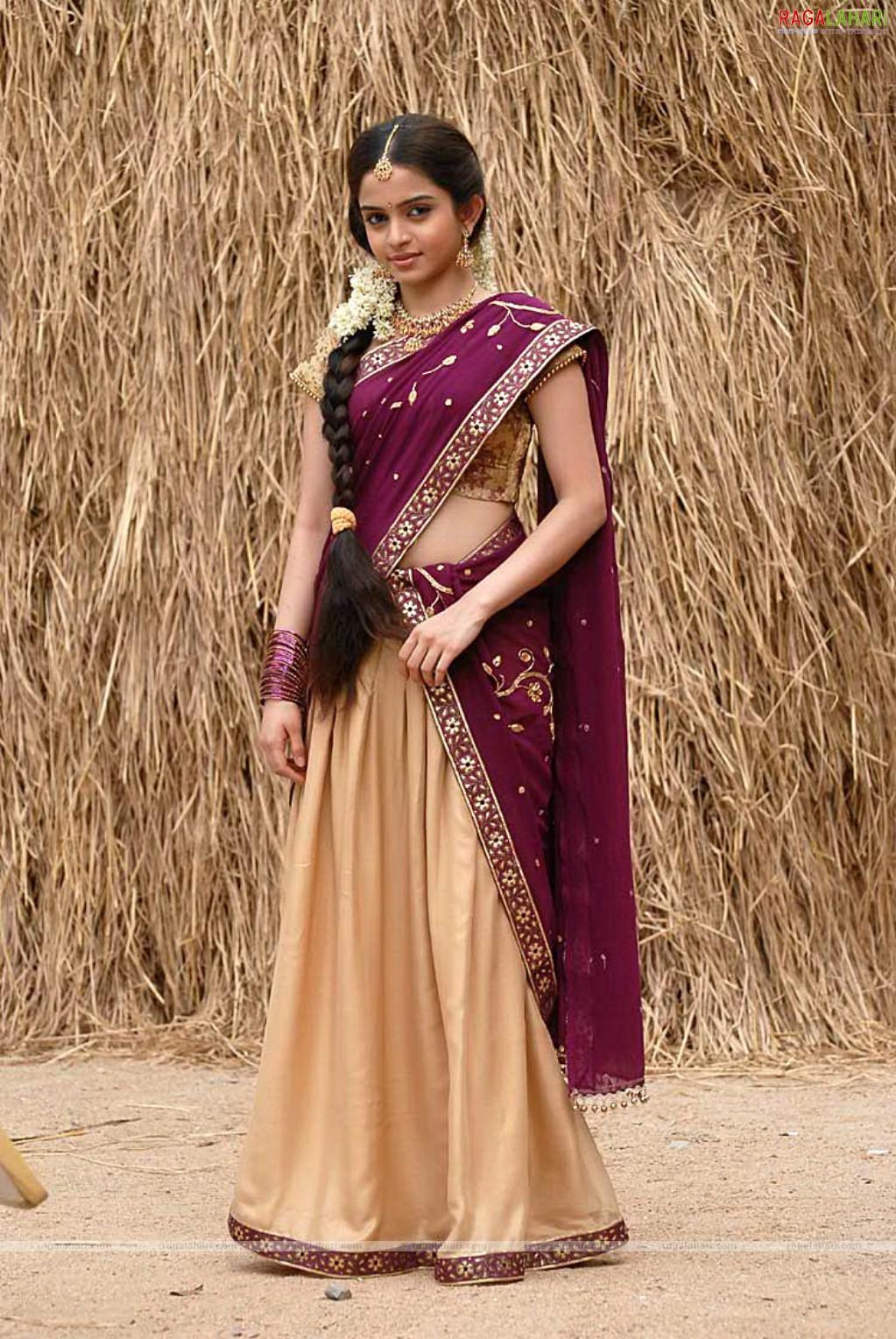 hidden half nude in saree