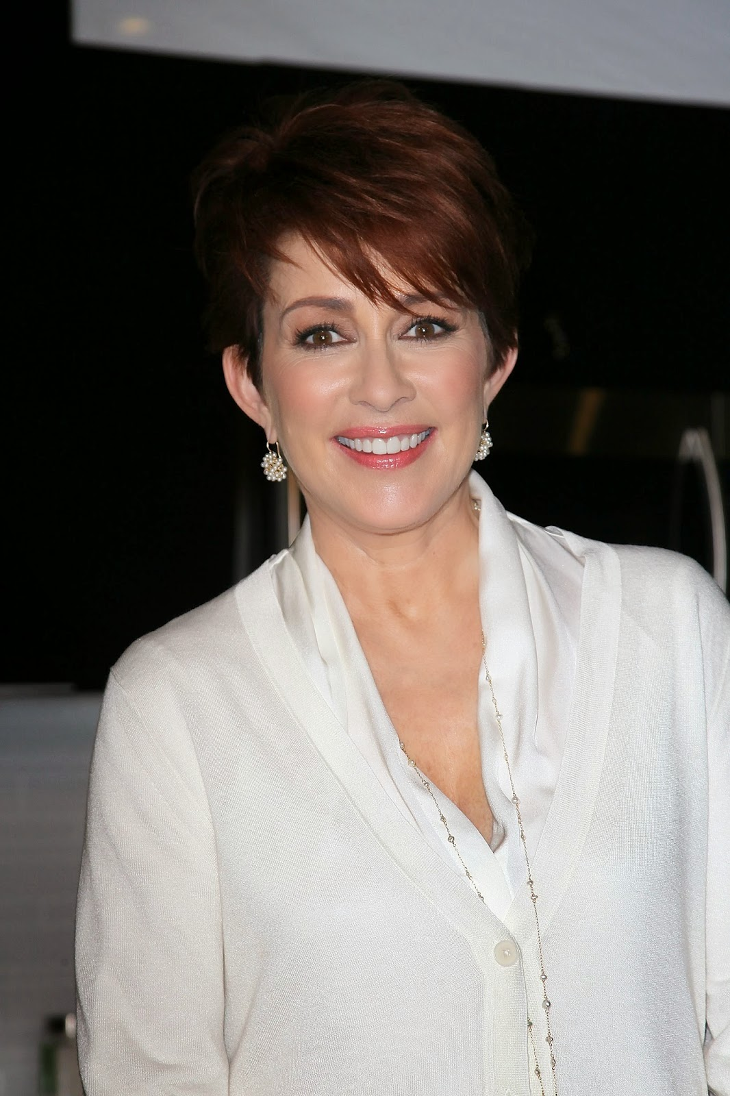 ladies in satin blouses: patricia heaton - white silk blouse