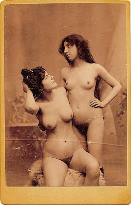 jovem prostituta nua em foto vintage