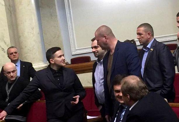 Савченко прийшла у Раду з пістолетом і гранатою - нардеп