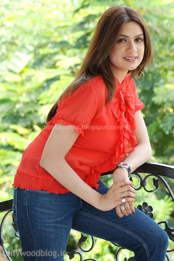 ADITI AGARWAL looking hot and sexy in red top