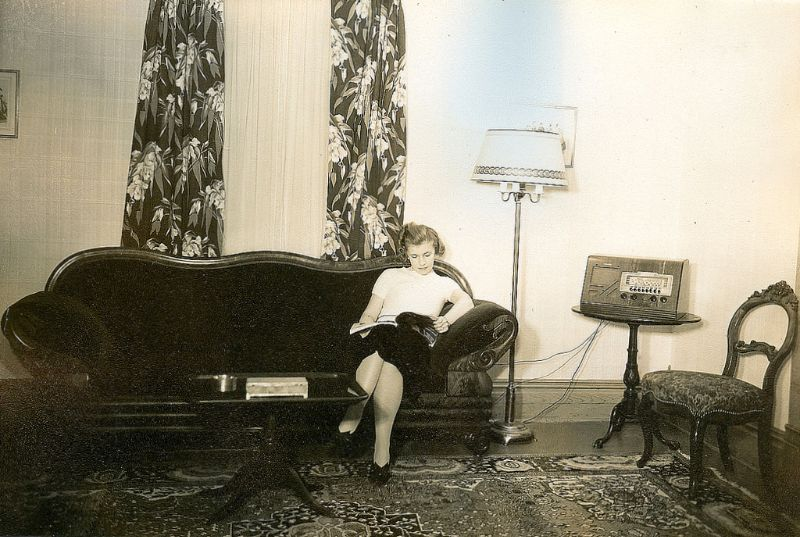 Living in the Thirties: 12 Amazing Found Photos Depict What House Interior Looked Like in the 1930s