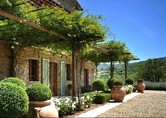 Hungarian provence naps t tte toszk n villa levendul val for Giardini di campagna
