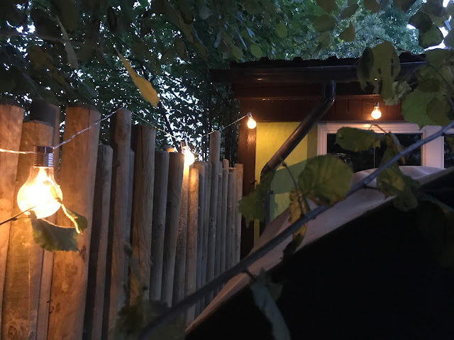 Lichterkette für die Terrasse  (c) by Joachim Wenk