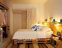 habitacion con muebles de palets