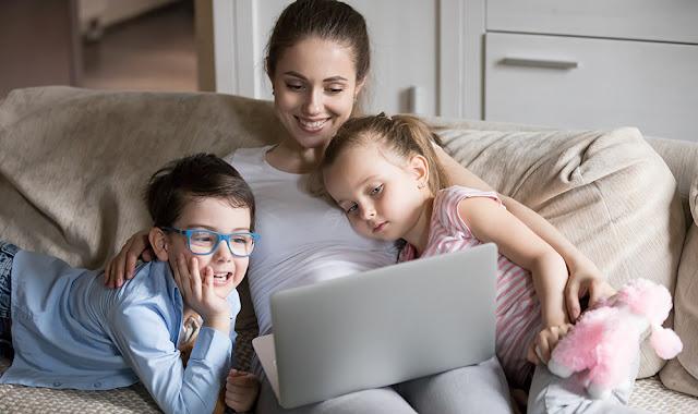 Grupurile de mamici de pe internet. Ce au bun de oferit si ce sa eviti.