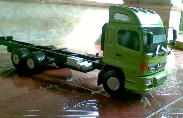 gambar miniatur truk hino indonesia