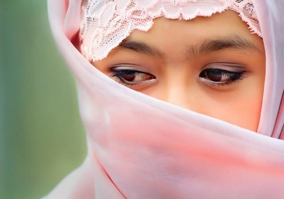 Wanita yang Ditinggal Suaminya dan Berusaha Menghidupi Anak-anaknya Sendiri Ciri Wanita Penghuni Surga