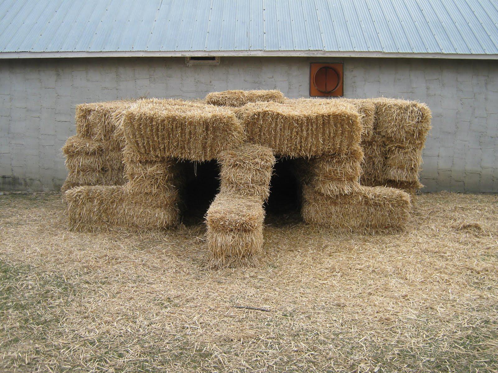 UNRUFFLED LIFE: Straw Bale Garden
