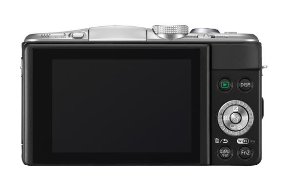 Fotografia del dorso della PAnasonic GF6, con il nuovo, ampio monitor