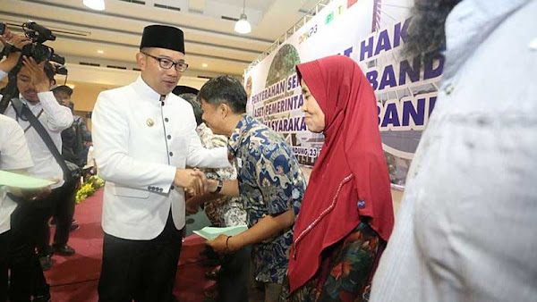 Pemkot Bandung dan BPN Serahkan 1.100 Sertifikat Tanah kepada Warga