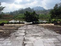 Long de la rivière des Parfums tombeau de l'empereur Gia Long (Hue)