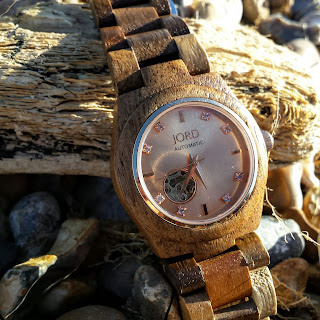 jord wooden watch on the shingle