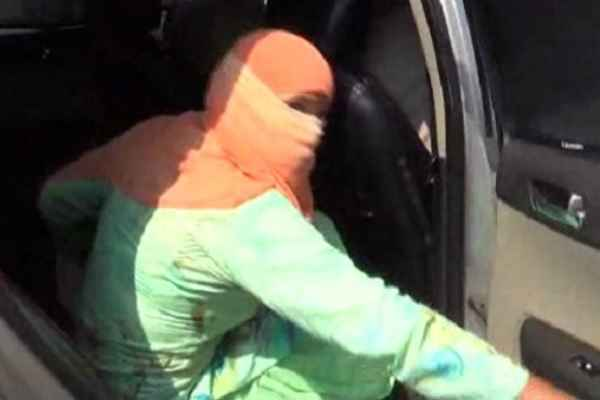 faridabad-hindu-girl-bring-back-by-fariabad-police-ran-with-muslim