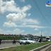 Carro colidiu contra mureta de proteção da ponte Igapó