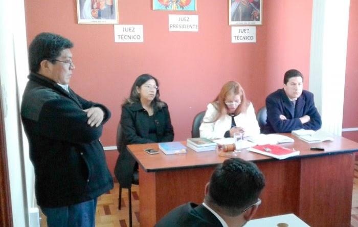 Guerreo y Mérida escoltando a Pacajes en una de las audiencias del caso bebé Alexander / EL DIARIO
