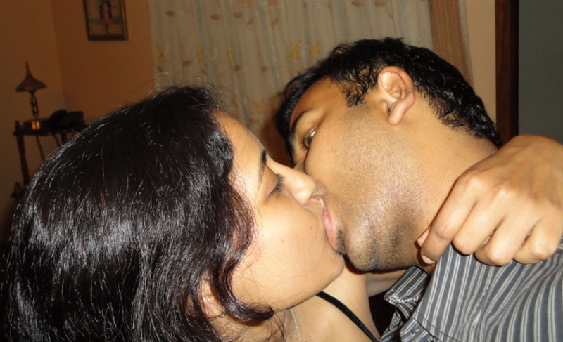 indian-xxx-kiss-gentle-pool