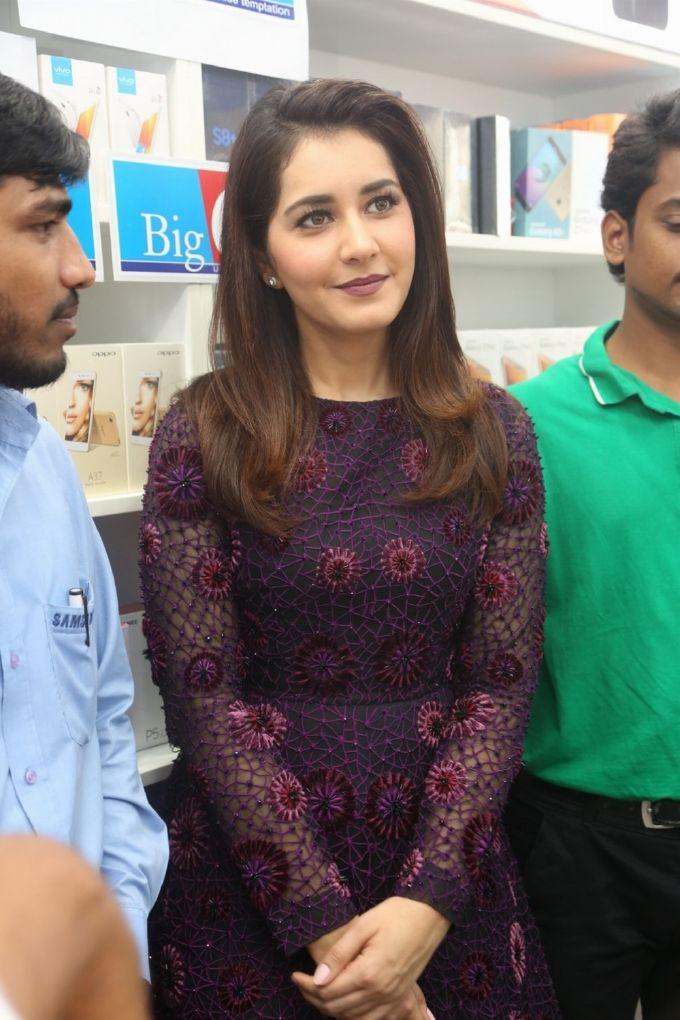 Rashi Khanna At Big C Mobile Showroom Launch Kukatpally ❤