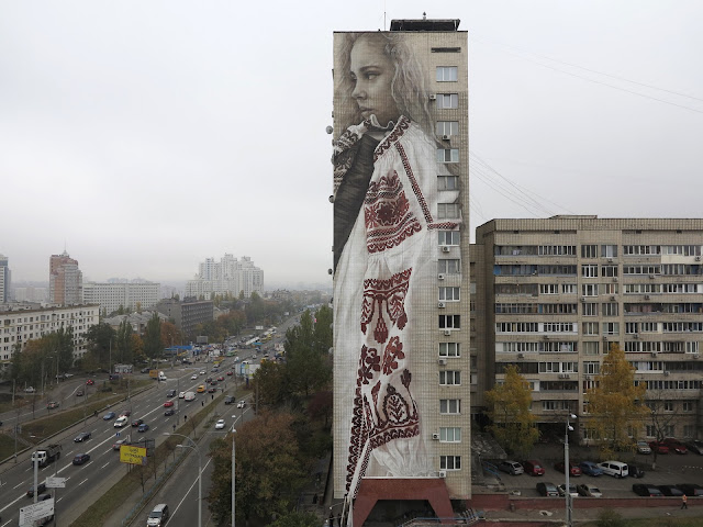 Jumping from one continent to another, Guido Van Helten is now in Eastern Europe where he just finished to paint a piece somewhere on the streets of Kiev in Ukraine.