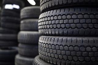 Investigan por estafa a dos empresas de venta de neumáticos