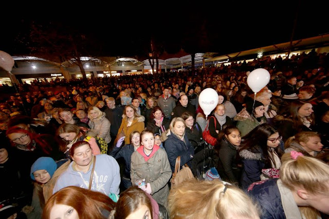 Here's what Kirklees Council had to say about Christmas lights switch-on complaints