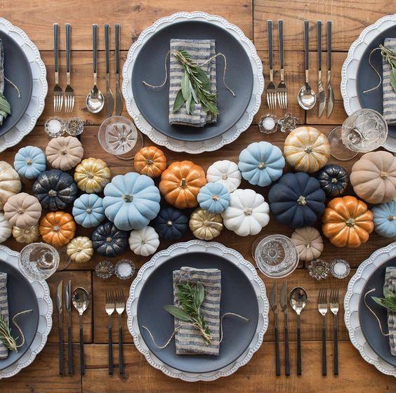 decoración acción de gracias o thansgiving con calabazas de colores