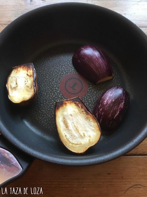 berenjenas-tostándose-en-la-sartén
