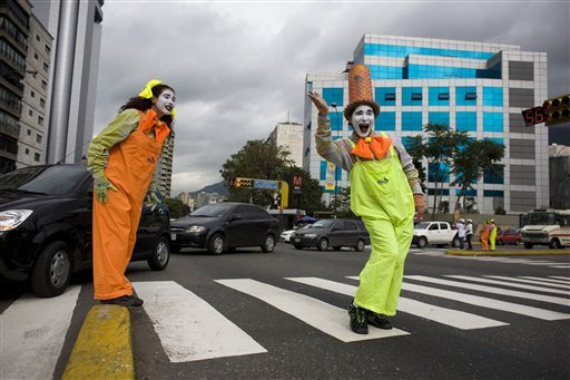 dae3dd7df Since I haven´t seen any official mimes directing traffic, my guess is that  the mayor who came next didn´t keep the program in place.