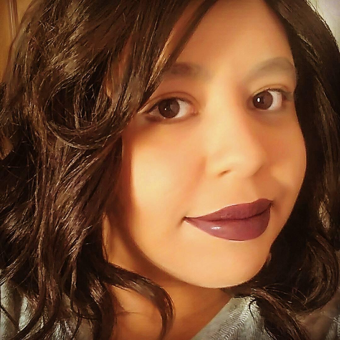 Enfrentando câncer, garota de 21 anos ganha peruca de Pabllo Vittar ❤