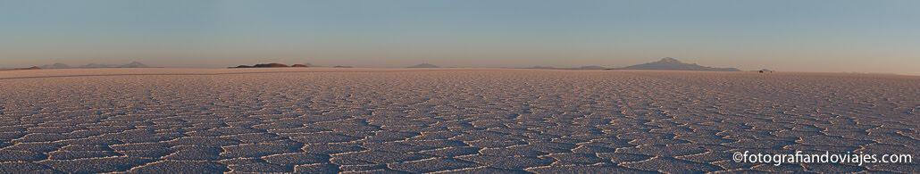 Amanecer en el salar de Uyuni Boliiva