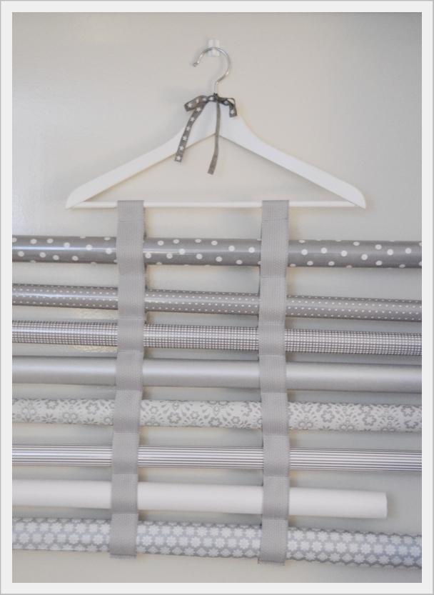 house no 43 geschenkpapier rollenhalter decorative. Black Bedroom Furniture Sets. Home Design Ideas