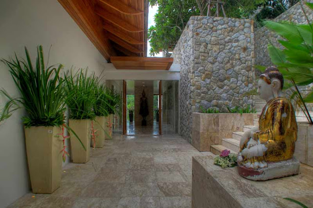 Stone walls in the lobby of Villa Liberty, Phuket