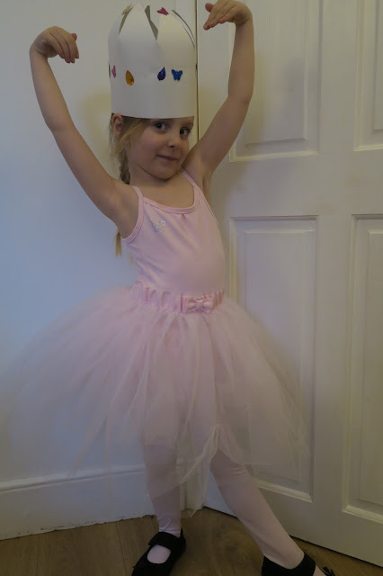 Lily the ballerina and her crown