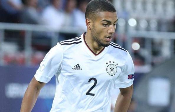 TottenhAGEN BOLA - Tottenham Berpaling ke Bek Jerman Karena Gagal Dapatkan Ricardo Pereira
