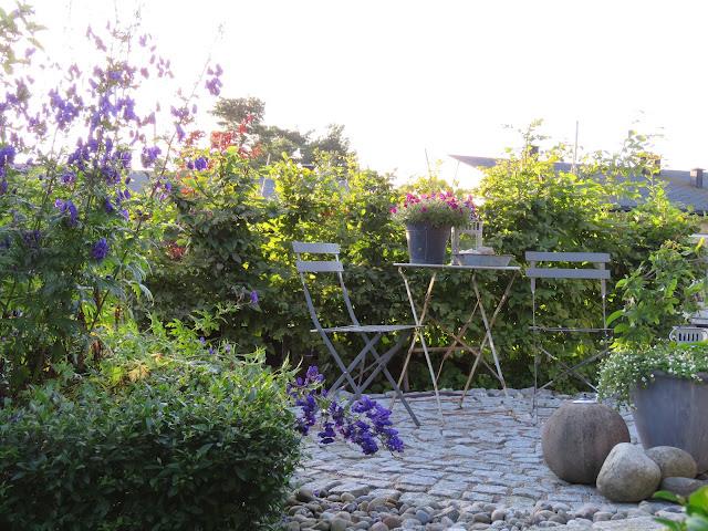 Tips til hagedesign. Brosteinssirkel i Furulunden
