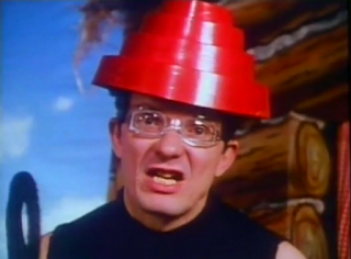 videos-musicales-de-los-80-devo-whip-it