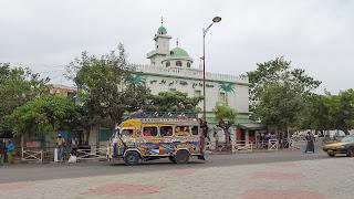 Minibus that brings people around Dakar for CHEAP
