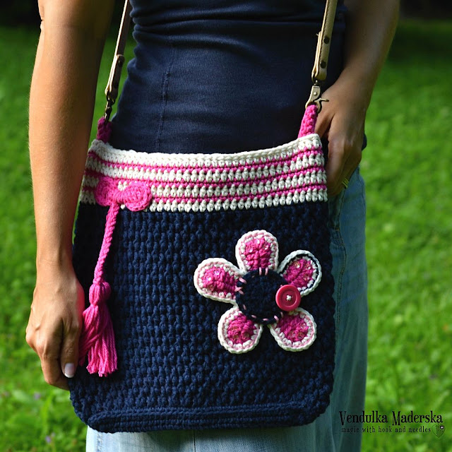 Crochet flower bag by Vendula Maderska