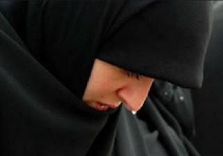 http://kisahikmah.com/wp-content/uploads/2015/02/muslimah-menangis.jpg