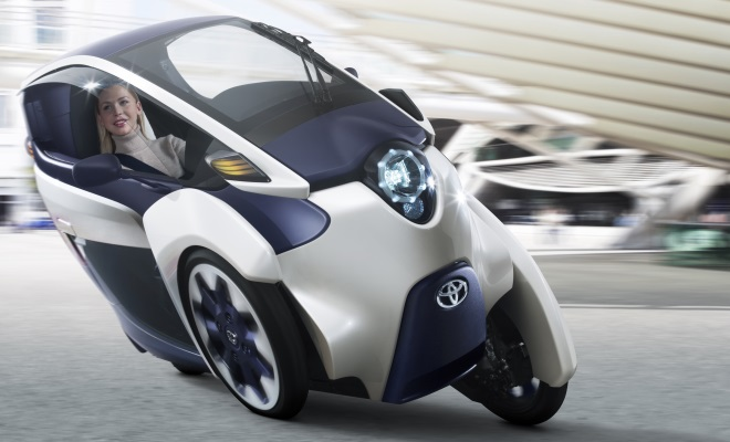 Toyota i-Road leaning into a bend