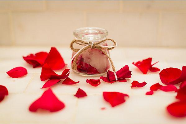Cách làm trắng da chống lão hóa với hoa hồng