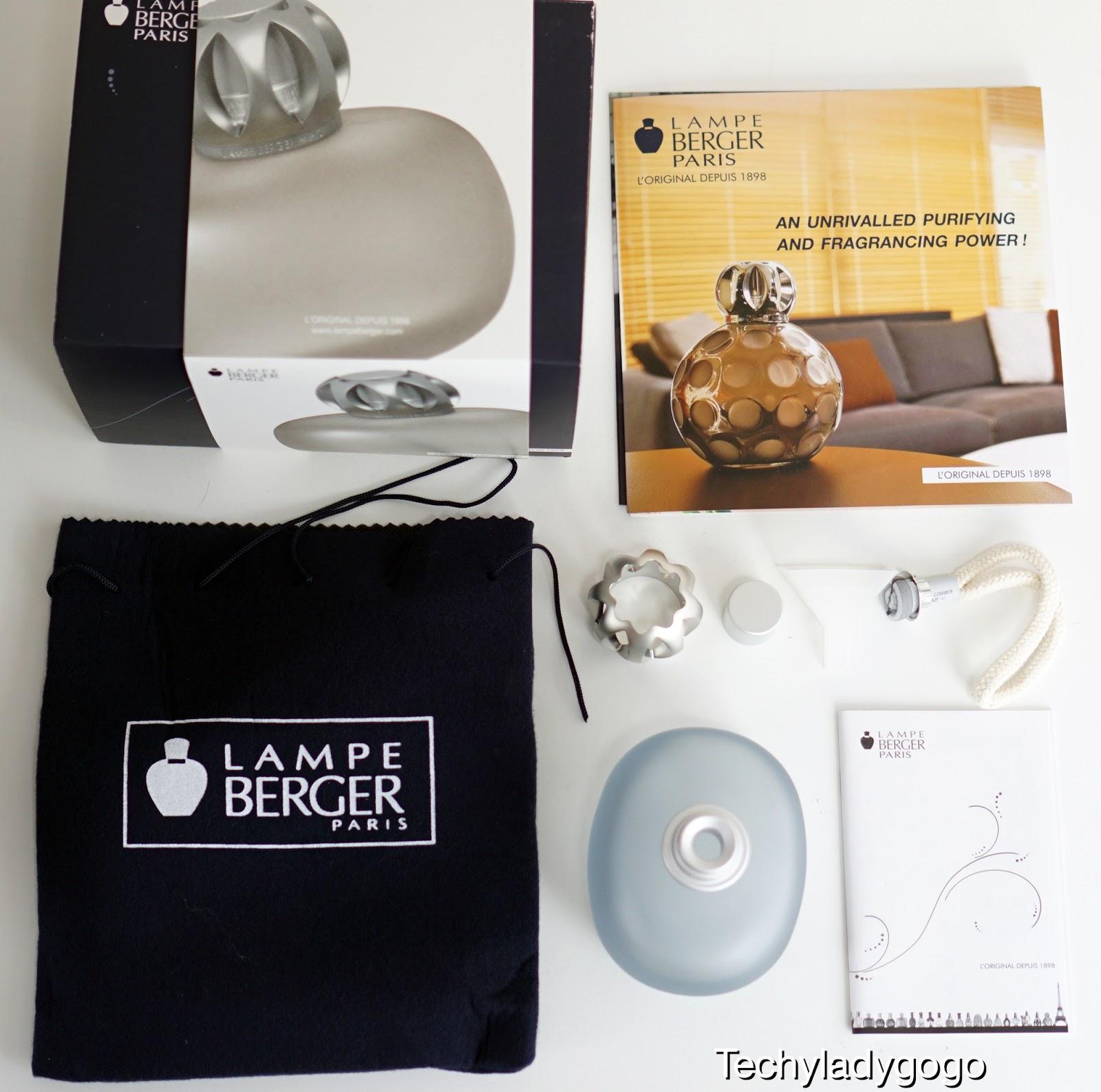 ตะเกียงน้ำหอม ฟอกอากาศ LAMPE BERGER PARIS GLASS LAMP รุ่น SWEET BLEUE เป็นตะเกียงแก้วขุ่น สีเทาอมฟ้าค่ะ มีฝาเหมือนมงกุฎ