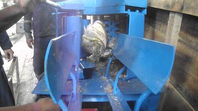 mesin pengupas sabut kelapa